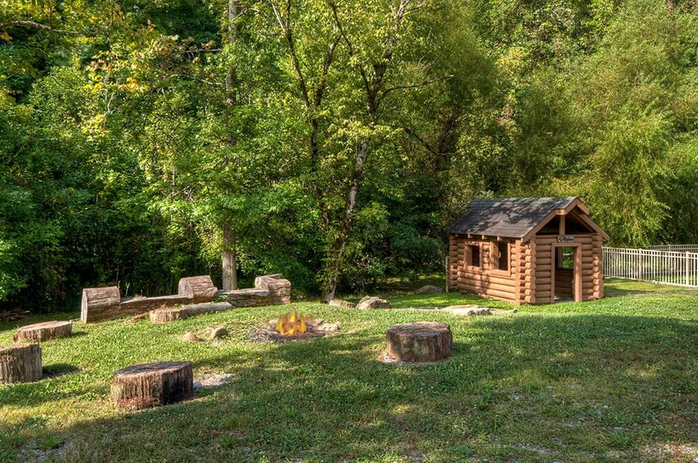Nice N Cozy 3 Bedroom Gatlinburg Cabin Rental