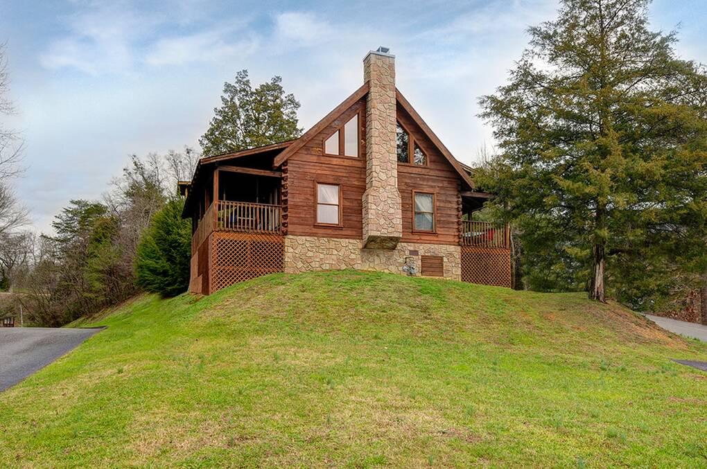 Nice n cozy 3 bedroom gatlinburg cabin rental for Cozy cabins rentals