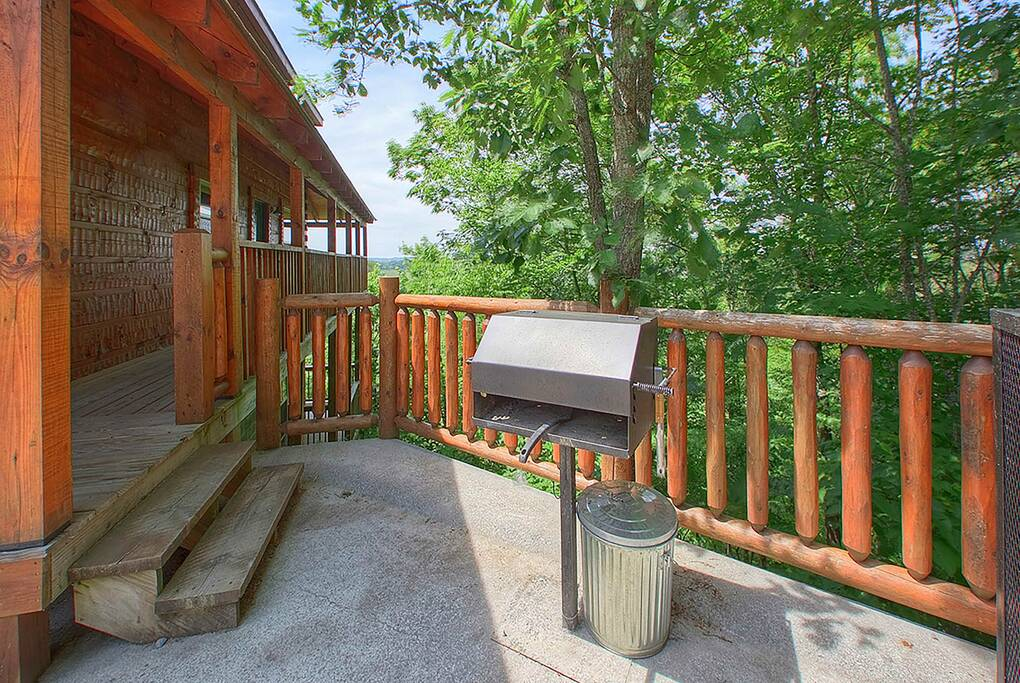 PForgeViews_(c)-pigeon-forge-view-grill