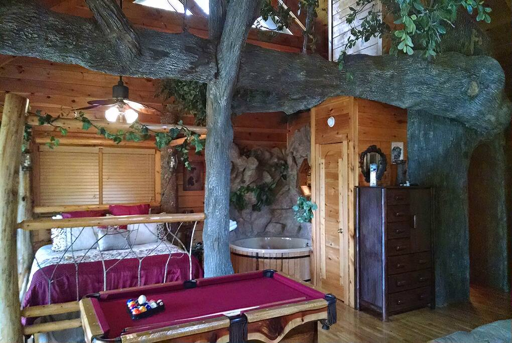 The tree house 1 bedroom cabin rental for 1 bedroom pet friendly cabins in gatlinburg tn