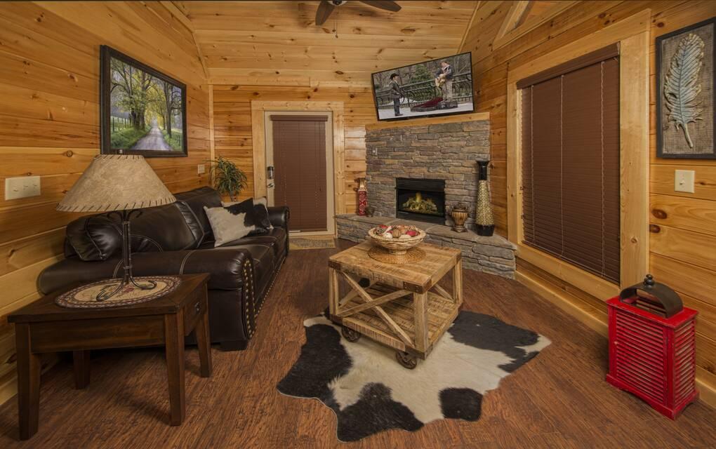 Poolin around 1 bedroom cabin rental for Poolin around cabin gatlinburg tn