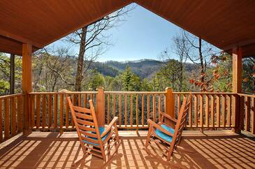 Majestic Mountain 4 Bedroom Cabin Rental