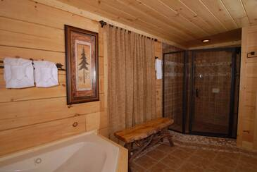 Bedroom 2 jacuzzi