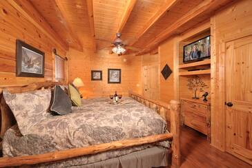 OEWings_TT-On-Eagles-Wings-2015-Bedroom-1-B-Main-Level