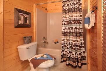 OEWings_TT-On-Eagles-Wings-2015-Bedroom-1-Bath-Shower-Main-Level