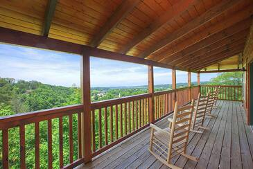 PForgeViews_(c)-pigeon-forge-view-deck
