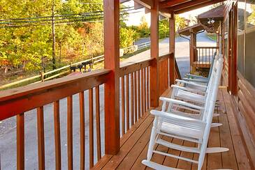 TimberLodge_TT-Timber-Lodge-deck2