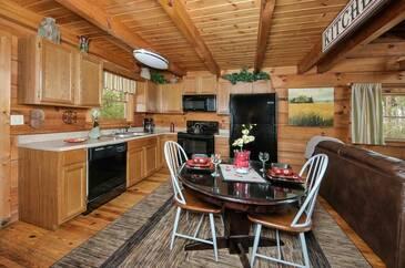 HavITuLatel_TT-Have-I-Told-You-Lately-2016-Kitchen-Dining-Area