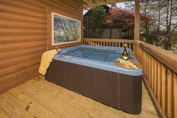 ABearAlpiTh_Hot Tub